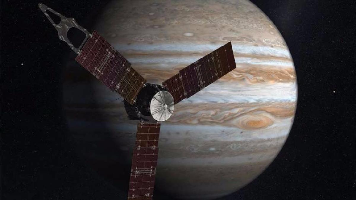Esta imagen cedida por la Nasa en 2016 es una representación artística de Juno realizando uno de sus viajes a Júpiter.