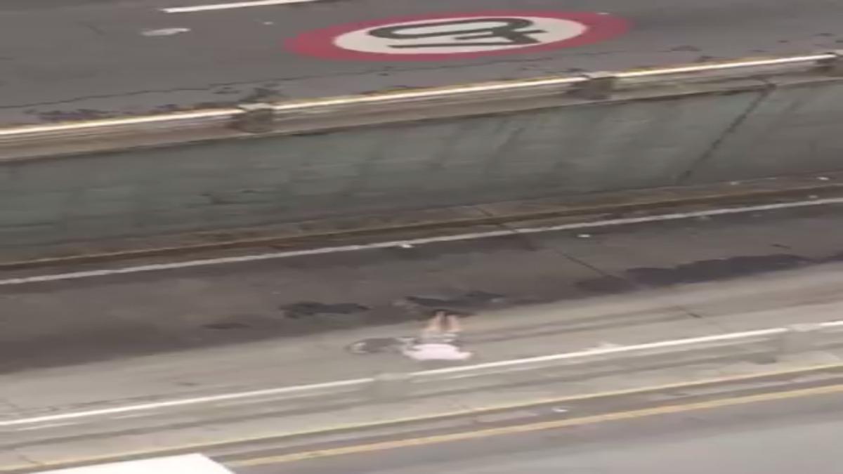 Un video grabado por testigos en un edificio, muestra el momento en el que Neomar Lander muere en Chacao.