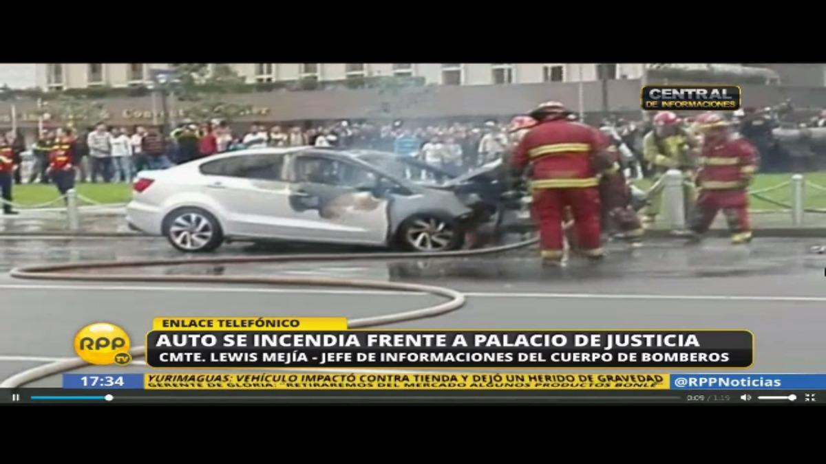 Auto se incendio frente al Palacio de Justicia