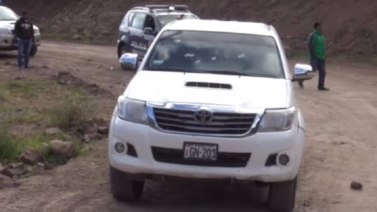 Atacantes golpearon al conductor de la camioneta y luego se retiraron con rumbo desconocido.