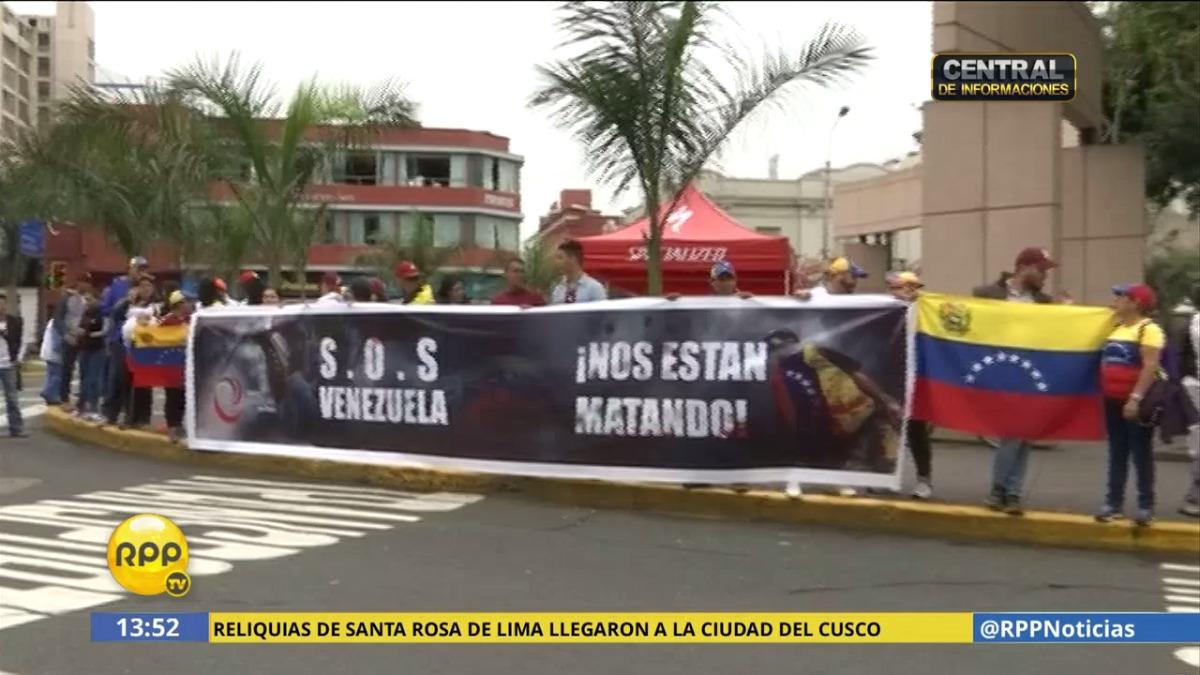 La ONG Venezolanos Unidos en Perú convocó a la manifestación que reunió a unas 200 personas.