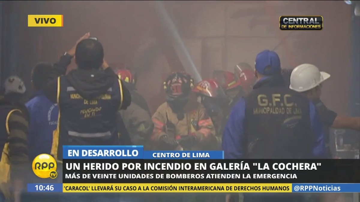 Bomberos atienden la emergencia que ha dejado un herido.