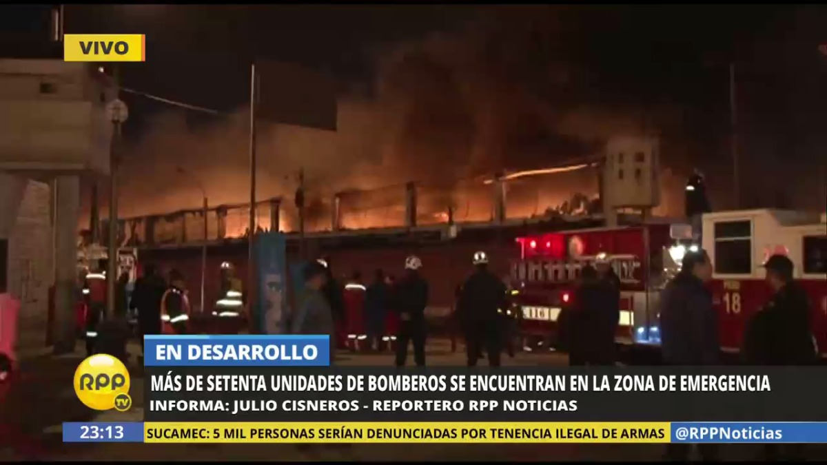 Las llamas desatadas amenazaron con extenderse a un grifo, a un centro comercial y a un almacén aduanero.