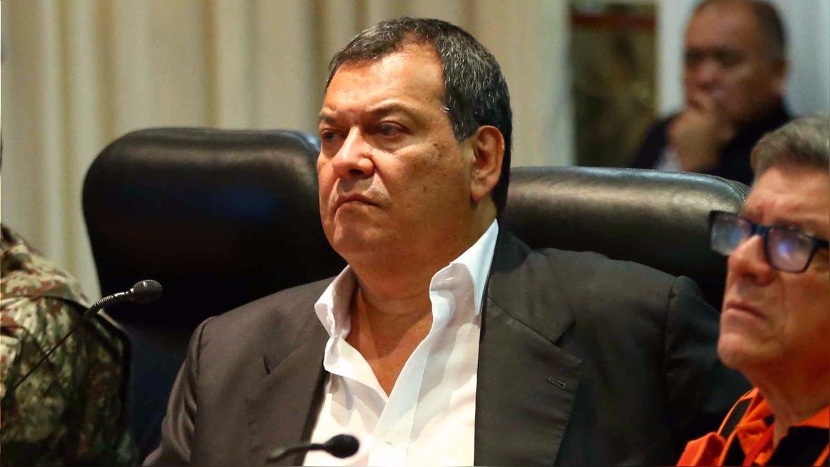 El ministro de Defensa dijo que el presunto reglaje sigue en investigación.