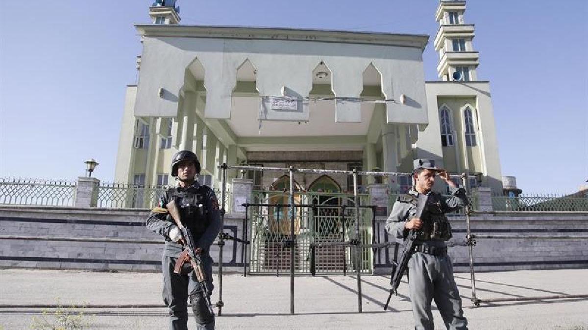 Un policía, tres civiles y los dos atacantes murieron en el atentado, en el que también sufrieron heridas otras ocho personas, la mitad agentes y los restantes fieles.
