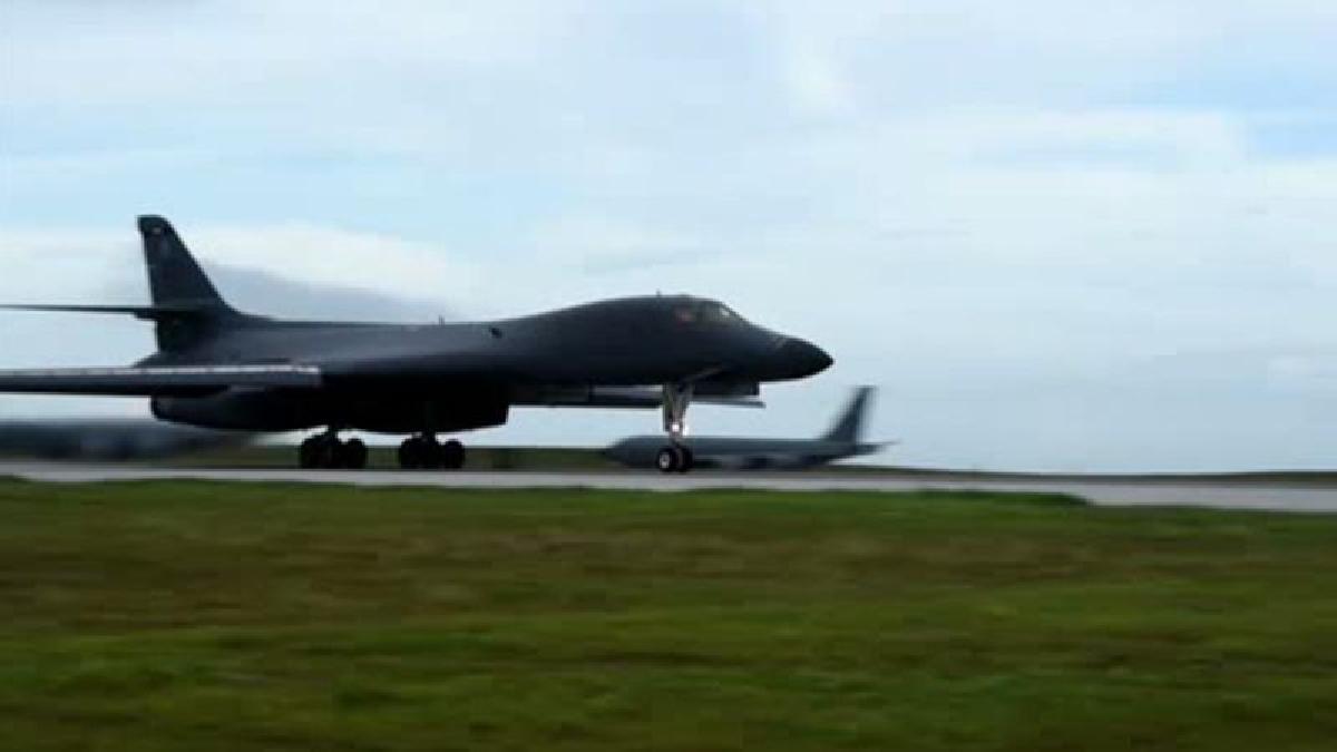 Los aviones ejecutarán ejercicios con dos cazas F-15K de las fuerzas aéreas surcoreanas.