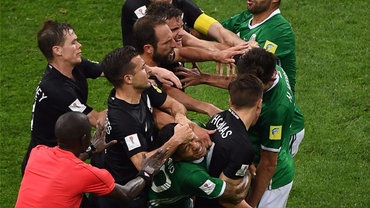Mira la pelea de los jugadores de México vs. Nueva Zelanda.