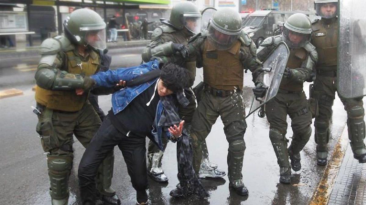 Las protestas se realizaron en Santiago y en varias ciudades del vecino país. A los detenidos se les incautaron bombas molotov.
