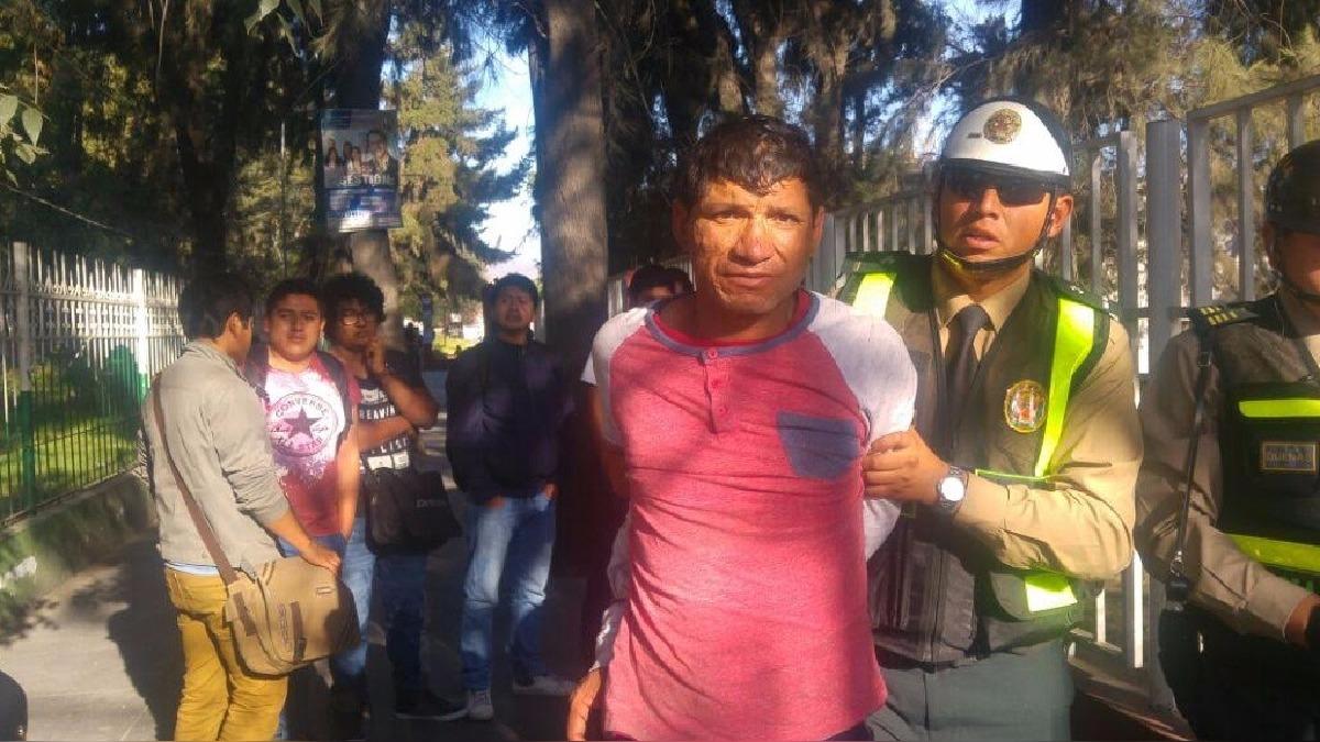 Juan Carlos Aliaga Rosales (42) fue capturado, luego de intentar robar pertenencias a dos jóvenes.