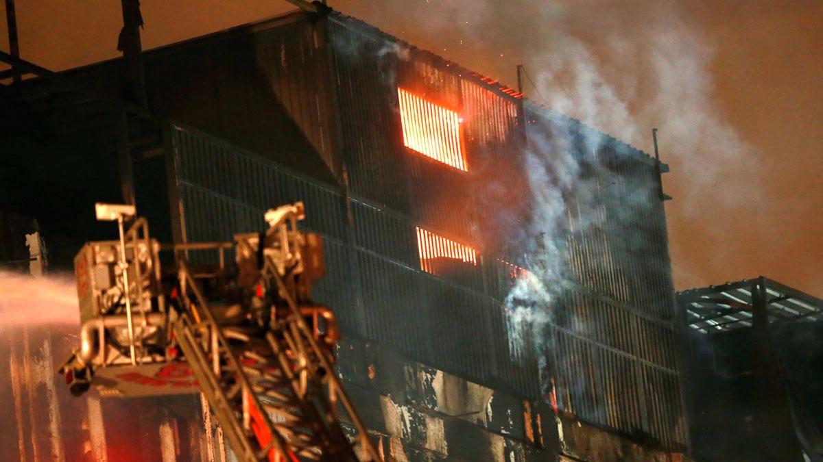 El fuego reavivó cerca de las seis de la madrugada.