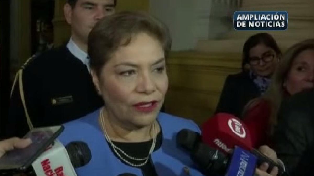 Luz Salgado lamentó la salida de la congresista y negó divisiones en bancada.