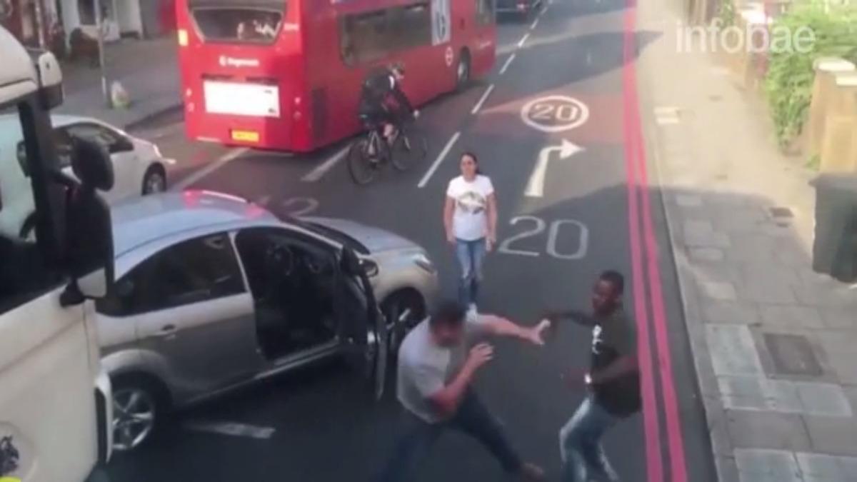 Ambos conductores protagonizaron una fuerte pelea.