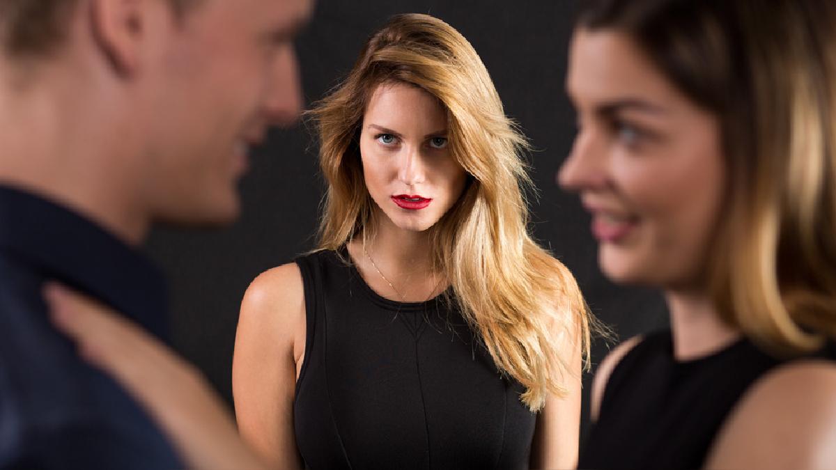 La infidelidad tiene un impacto a nivel emocional, destruye la confianza.