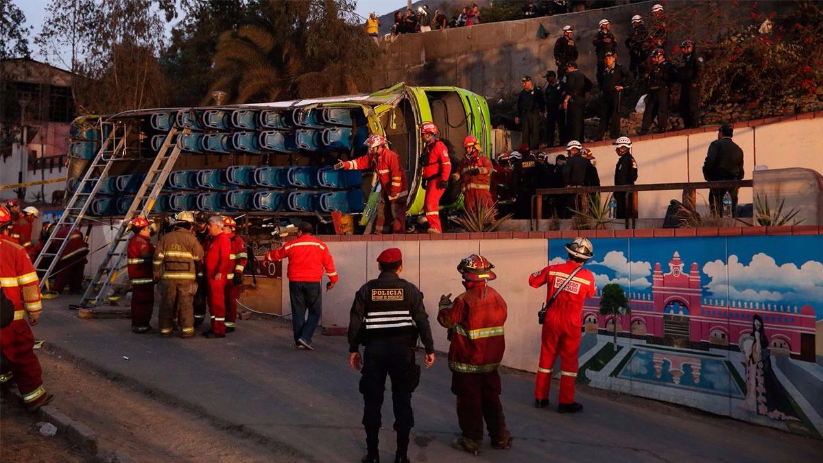 Más de 30 personas estaban a bordo del bus que ofrecía servicios turísticos.