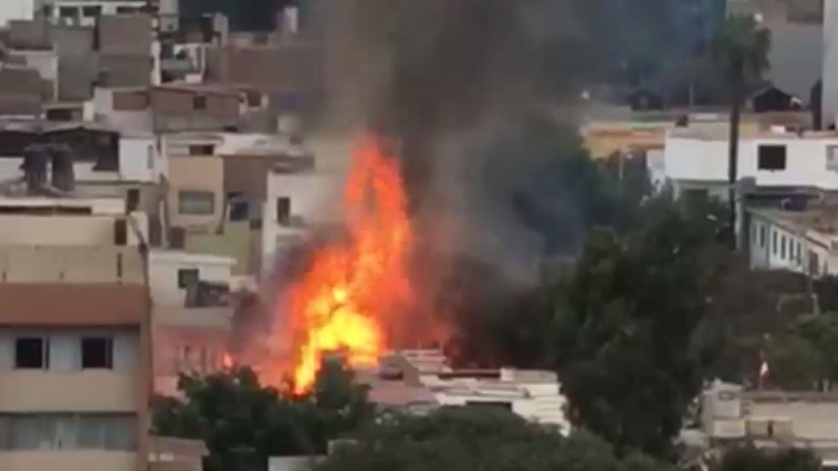 La explosión fue captada desde un piso superior del Grupo RPP.