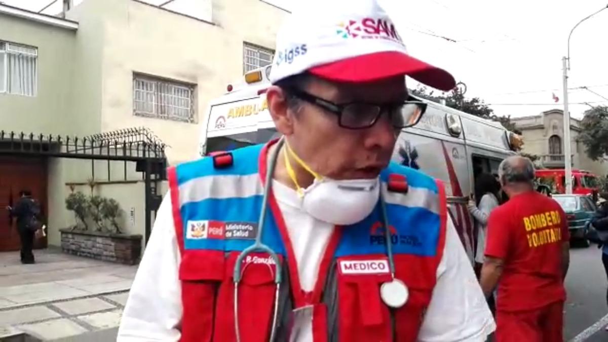 Personal del SAMU sobre traslado de heridos