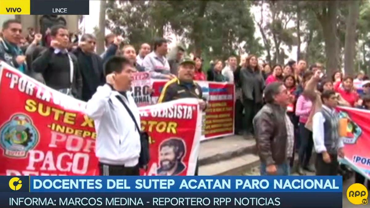 Los profesores se concentraron en las primeras cuadras de la avenida Arequipa, desde donde marcharán hasta el Ministerio de Educación.