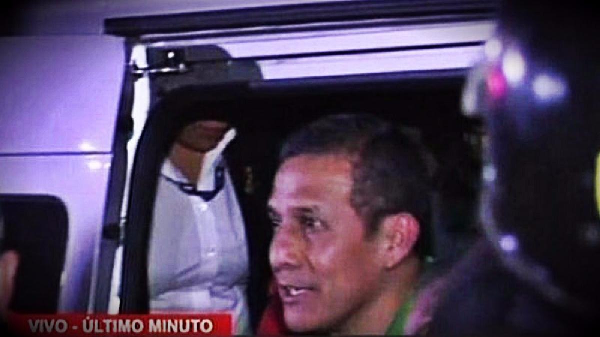 El expresidente y su esposa llegaron a la carceleta del Inpe a las 10:20 de la noche.