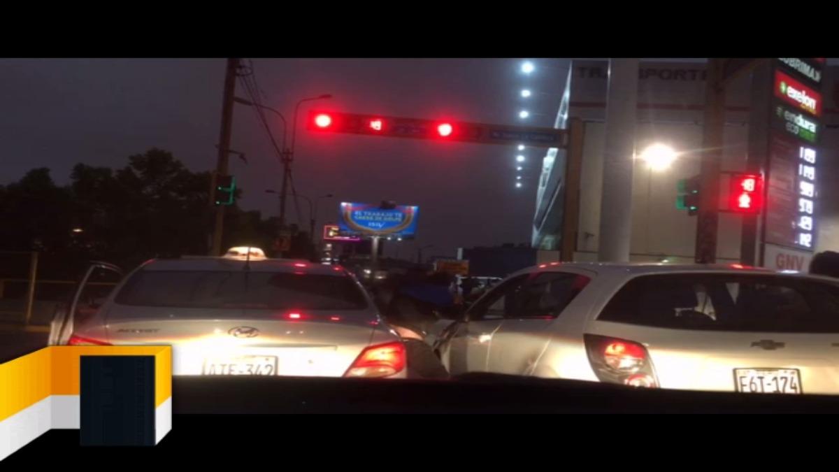 Conductores se pelearon en la intersección de la Av. República de Panamá y Av. Isabel La Catolica.