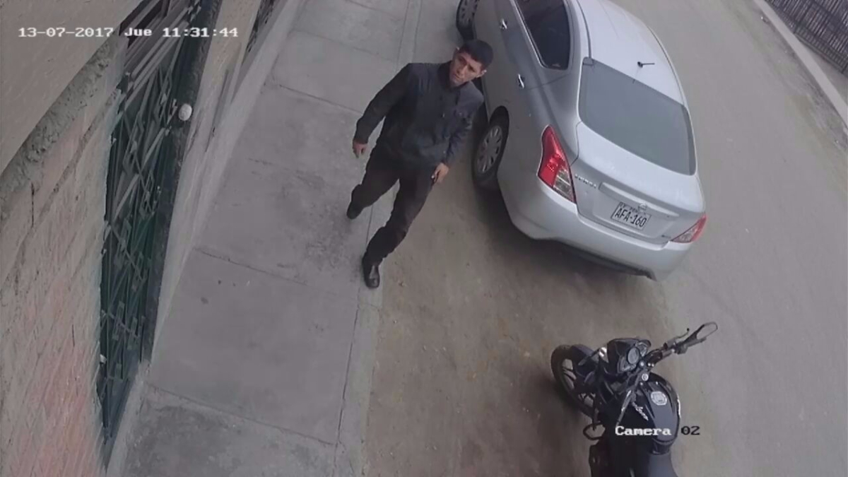 Ciudadano se confió y dejó su moto sin cadena de seguridad.