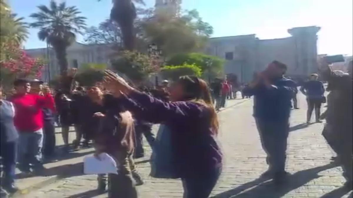 Protesta del Sutep en la Plaza de Armas de Arequipa.