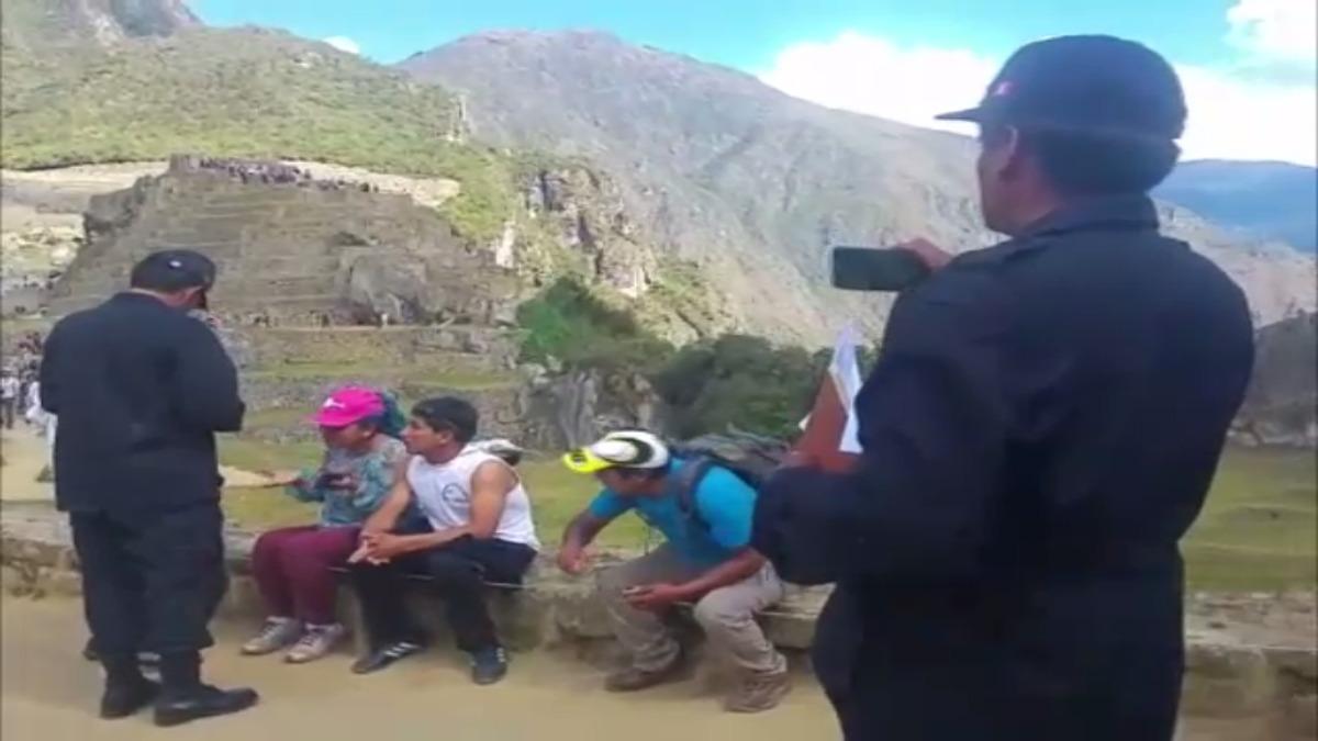 Profesores del Sutep en Machu Picchu.