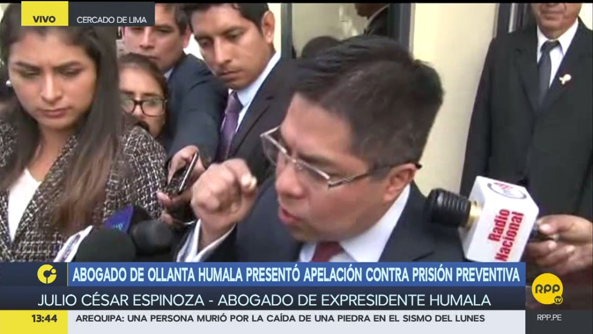Julio Espinoza, abogado de Humala, insistió en que la medida contra su representado es injusta.