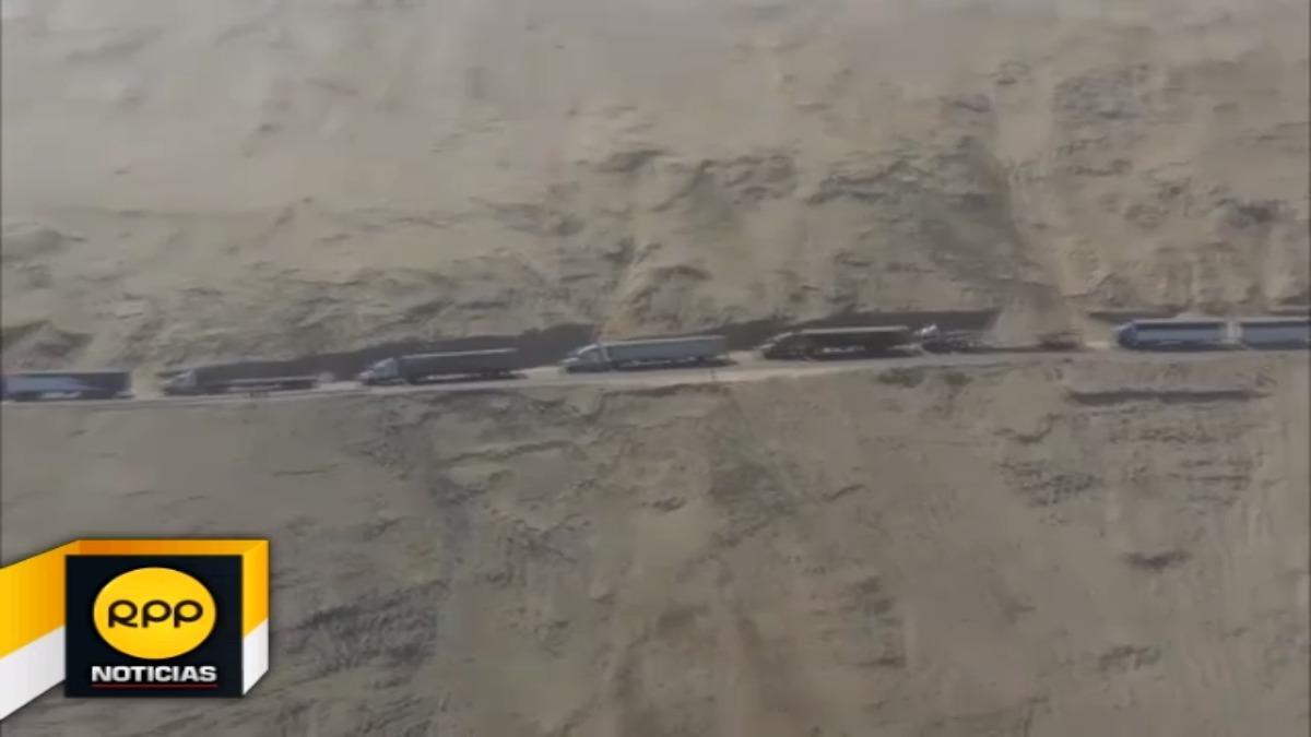 Pasajeros varados en carretera tras sismo.