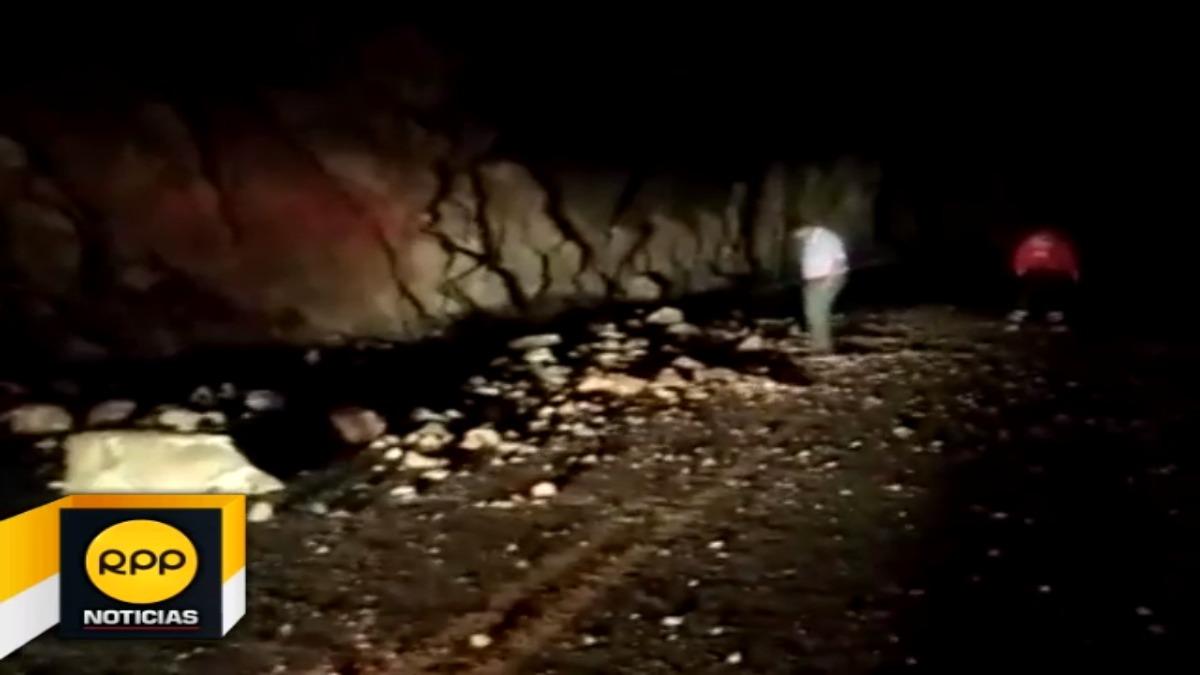 Imágenes muestran la fuerza del sismo, que generó la caída de piedras y roca gigantes a la carretera que une las ciudades de Arequipa y Lima.