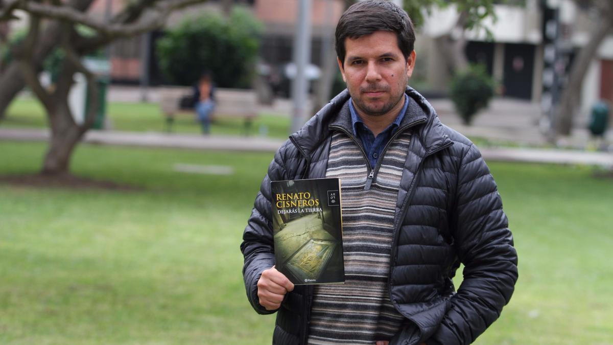 Renato Cisneros se mudó a España para reescribir la historia de sus abuelos y bisabuelos.