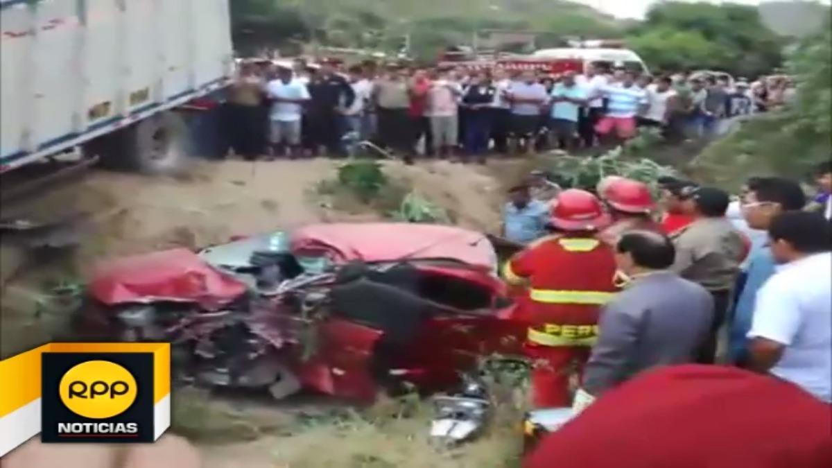 Chofer de camión intentó adelantar a camioneta van en la Panamericana en el sector de la Jota.