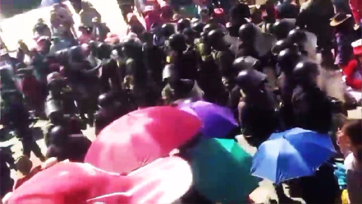 Las protestas nacieron en Cusco, donde se han dado choques con la Policía como el de este video, pero se expandieron a otras regiones del sur y el norte del país.