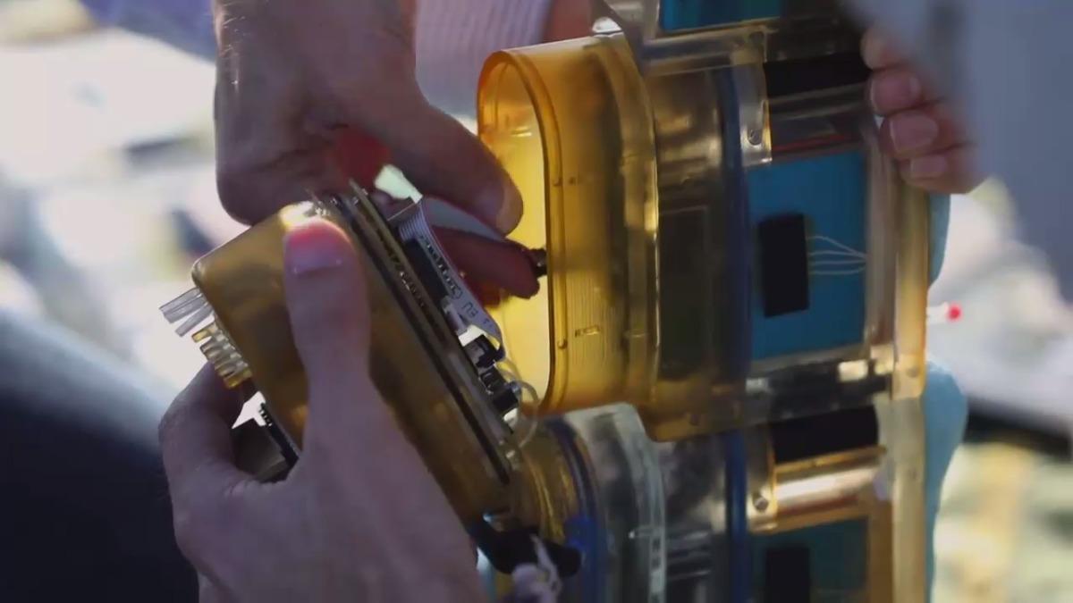 El robot se compone de varios módulos cada uno equipados con un pequeño motor eléctrico.