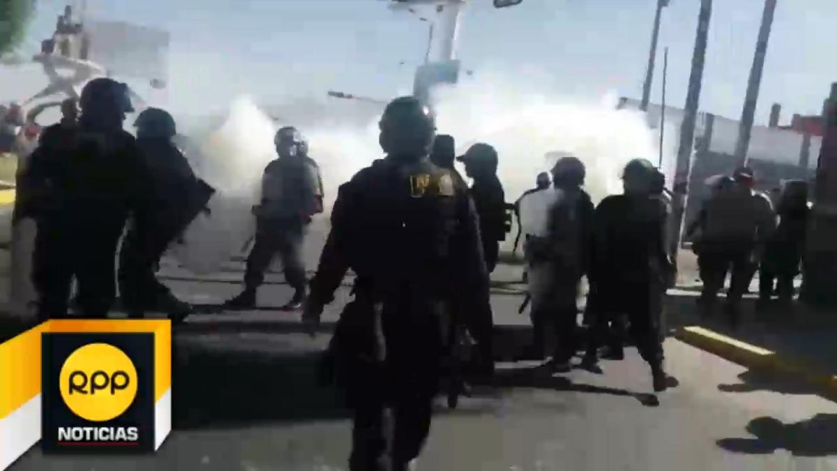 La Policía utilizó bombas lacrimógenas para dispersar a los manifestantes.
