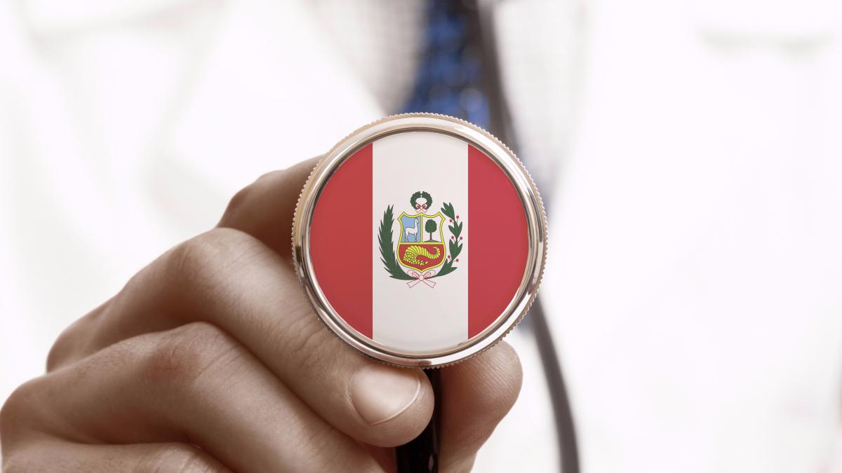 Según datos históricos del médico e investigador peruano Óscar Pamo Reyna, el ejercicio de la medicina estaba ligado a una profesión principalmente teórica.