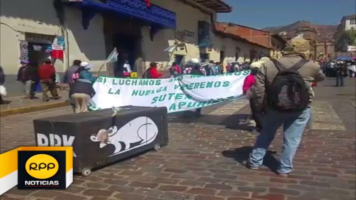 Dirigentes se reunirán mañana en Cusco, para continuar medida de fuerza nacional.