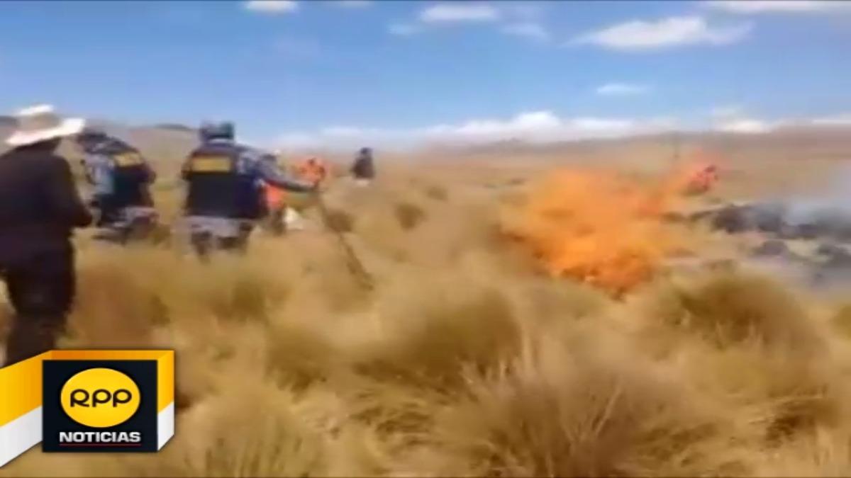 Guarda parques, comuneros y el alcalde de Junín intentan controlar el incendio forestal que lleva mas de 4 horas