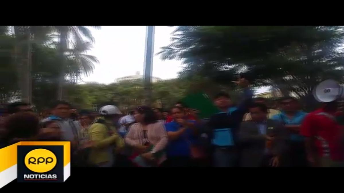 Los maestros volvieron a las calles en el cuarto día de huelga.