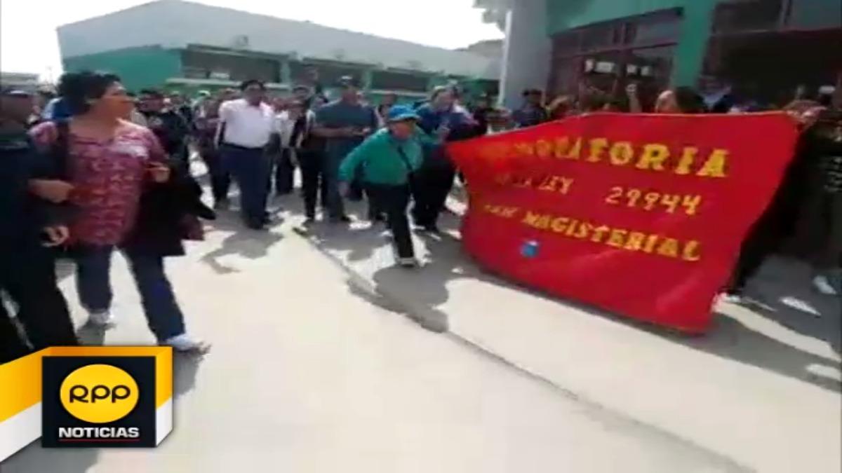 Dirigentes nacionales abandonaron recinto.