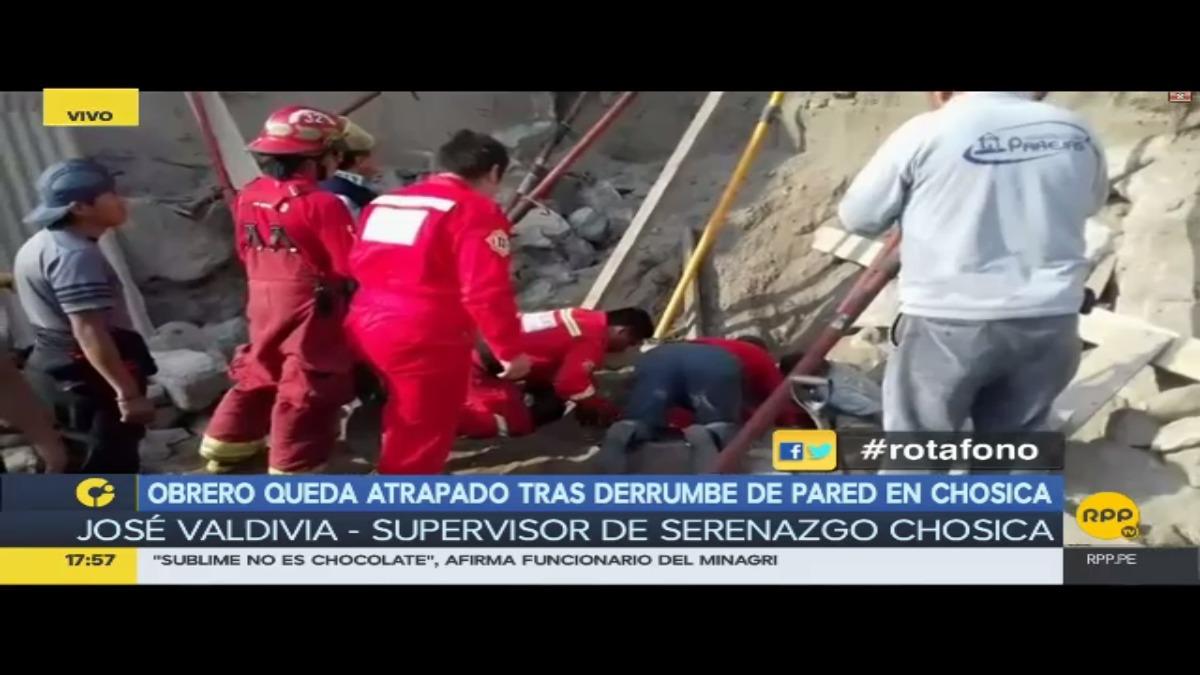 Obreros fueron rescatados de los escombros. Los tres fueron trasladados a un centro médico.