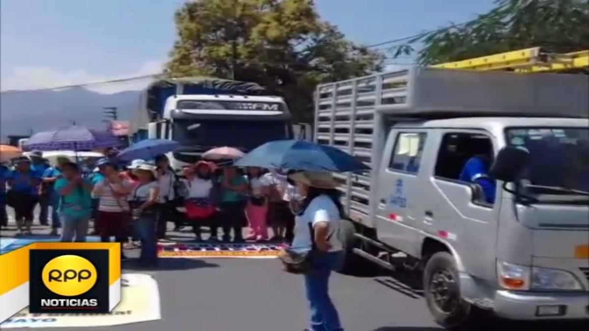 La policía tras una hora logró despejar la vía central