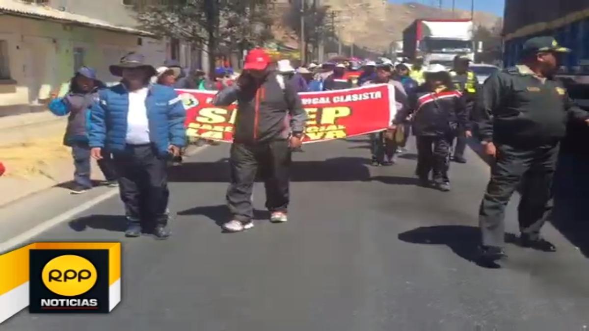 La marcha de los docentes continuó hacia la Ugel de esa localidad