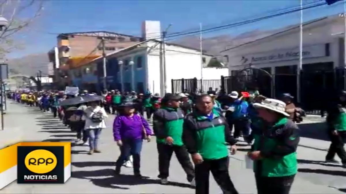 Docentes protestan en frontis de la Ugel