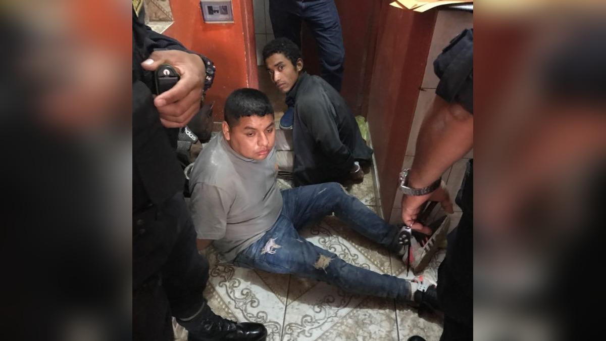 En el operativo se logró decomisar armamento y drogas.