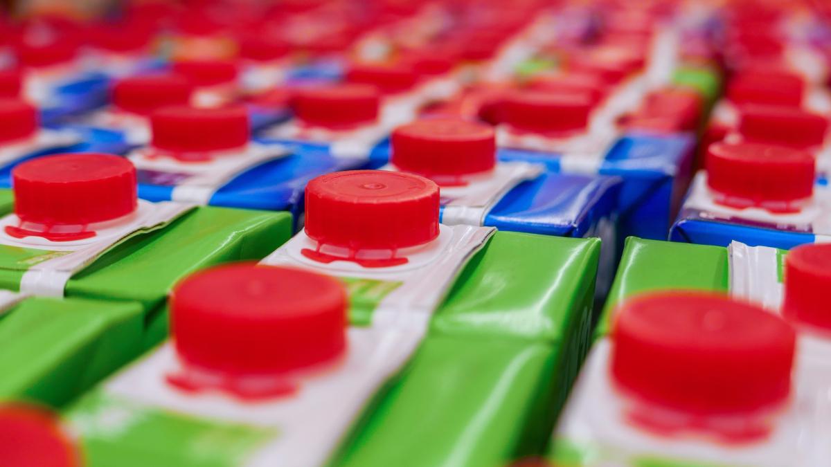 En la Norma General del Codex para zumos o jugos y néctares de frutas, publicado en 2005 por la FAO, la definición de ambos se relaciona a su concentración.