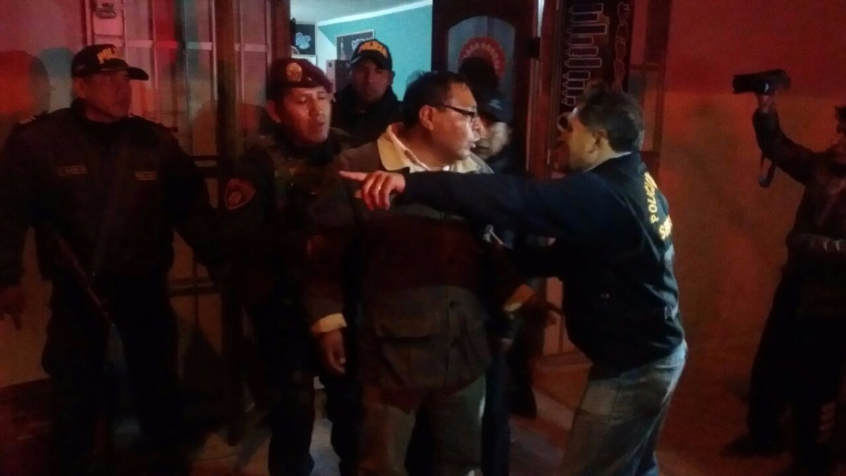Los sujetos portaban armas de fuego e intentaron disparar cuando la policía intentó intervenirlos.