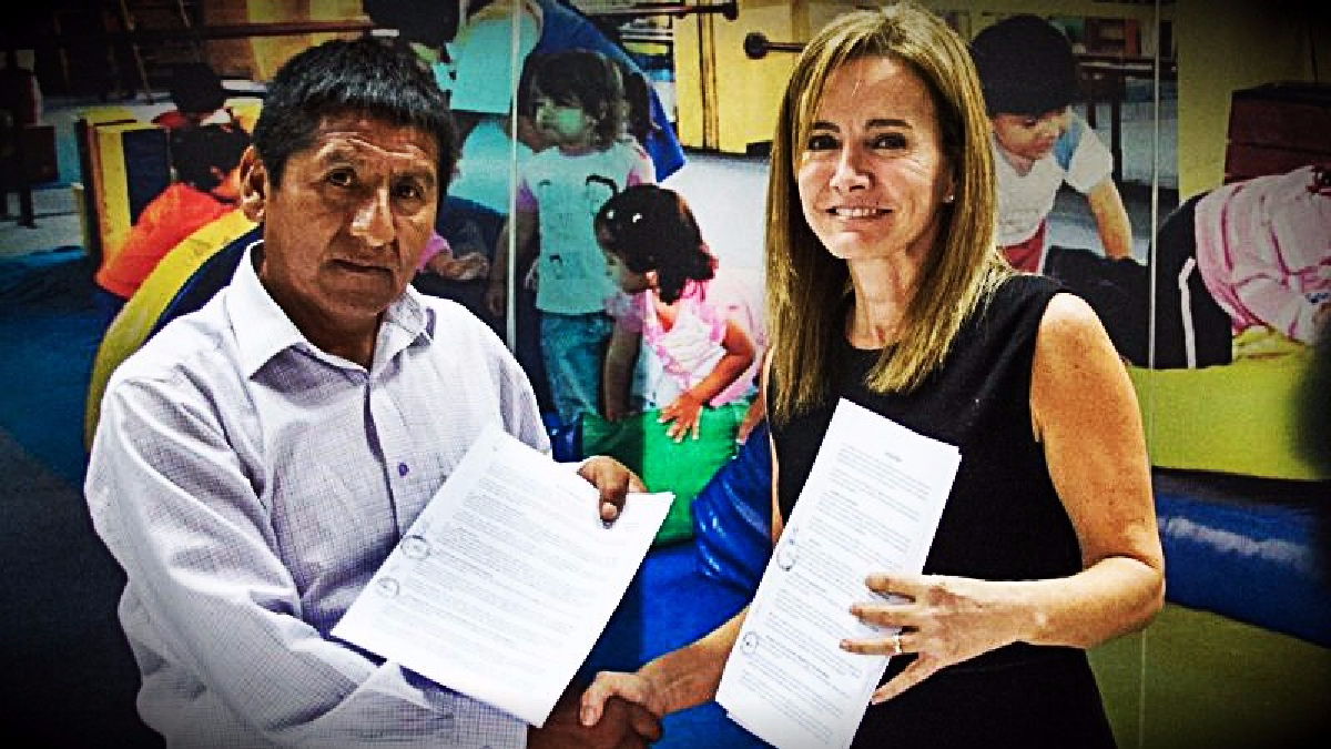 La ministra Marilú Martens se reunió esta tarde con los representantes para firmar un acta de acuerdos y reiniciar las clases.