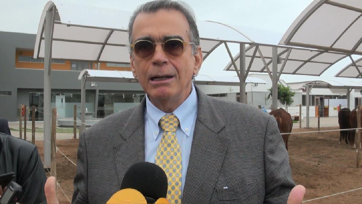 El ministro de la Producción, Pedro Olaechea, anuncia ley para impulsar la acuicultura en el país.