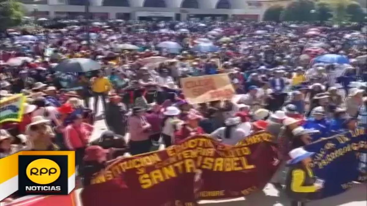 Los docentes abarrotaron la Plaza Huamanmarca.