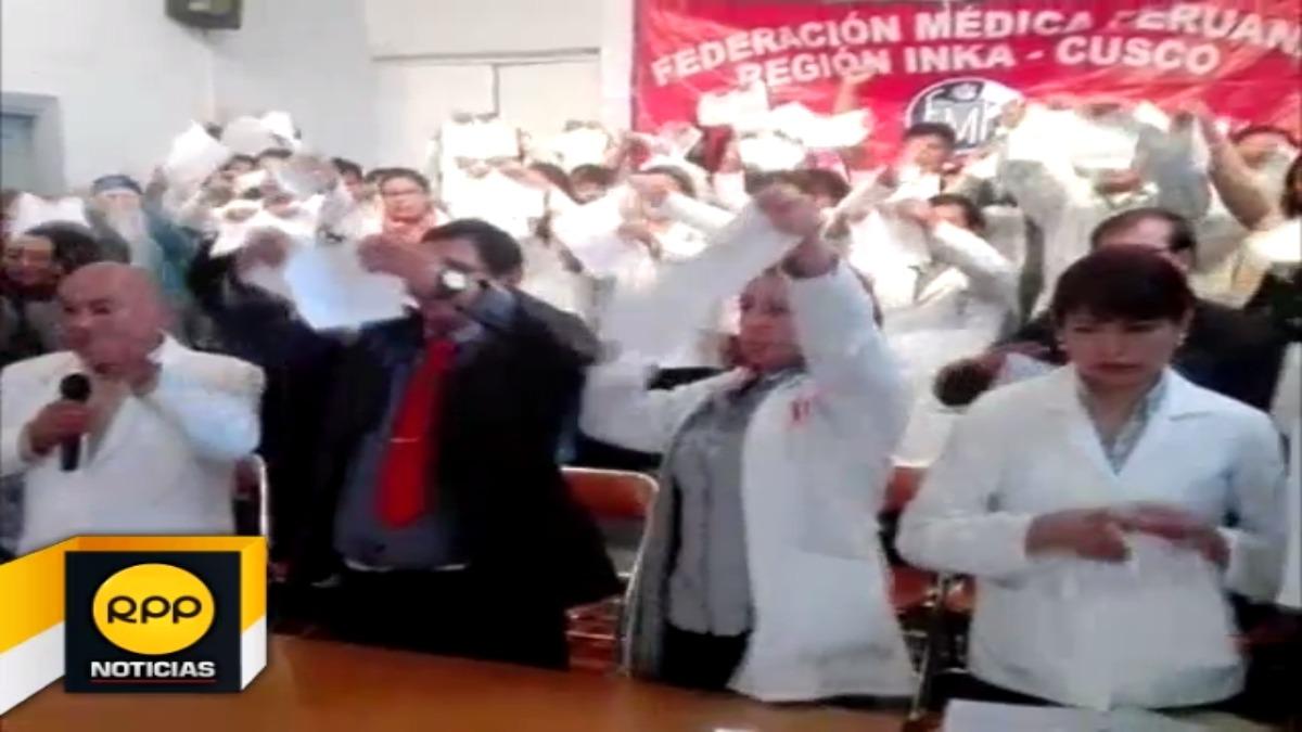 Médicos rompieron acta firmada por sus dirigentes y Minsa en señal de rechazo.